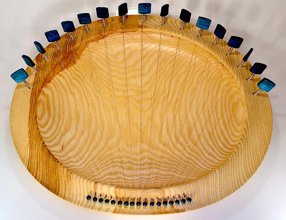 Lyre Bowl In Ash – 17strings